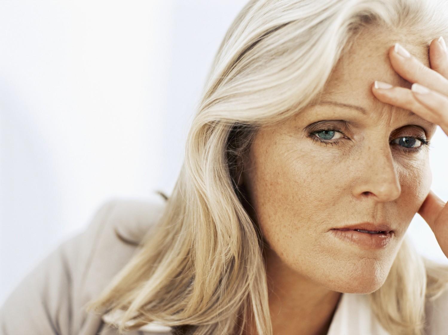 Климакс у женщин: симптомы, признаки, лечение