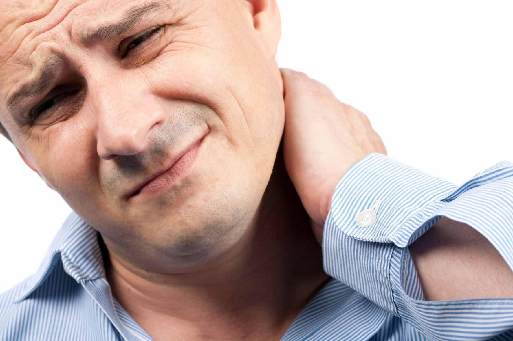 Шейный лимфаденит: причины, симптомы, лечение