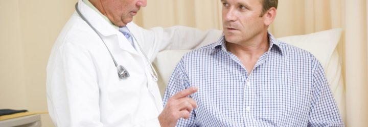 Мужчина с врачом
