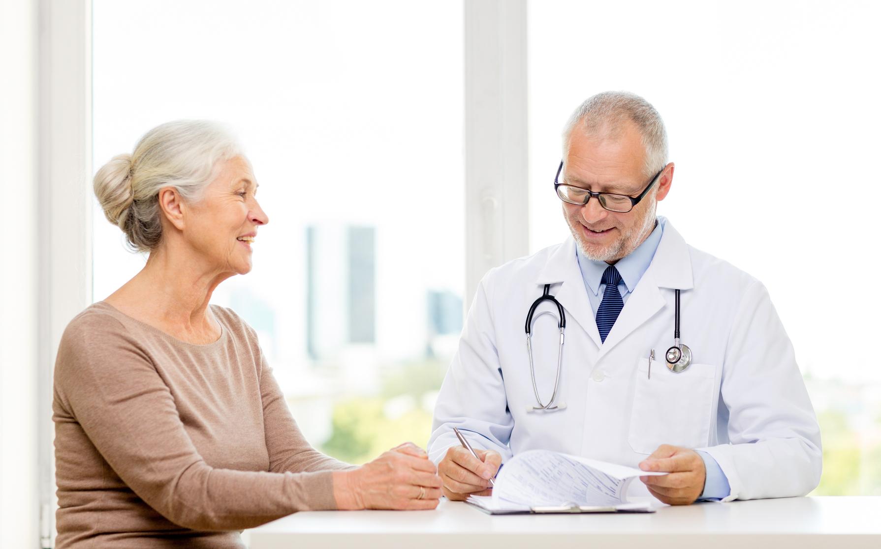 Жировики на голове: причины, лечение, удаление жировиков на голове