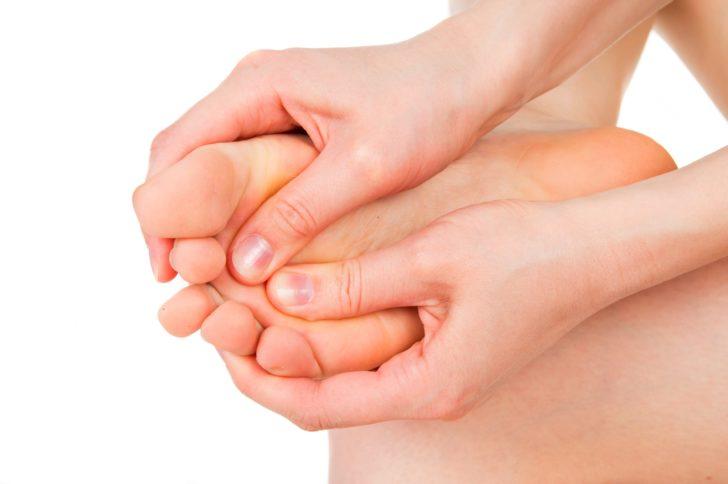 Трещины на пальцах ног - все причины на фото и лечение