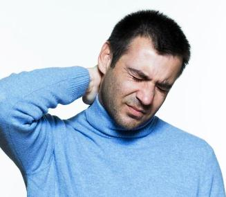 Болит голова и уши красные