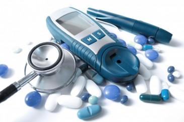 таблетки и глюкометр