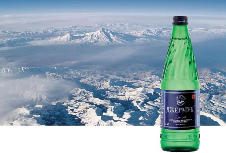 Минеральная вода Джемрук на фоне гор