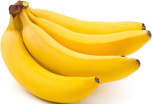 Бананы лежат на столе