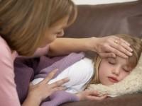 Болеющая девочка с мамой