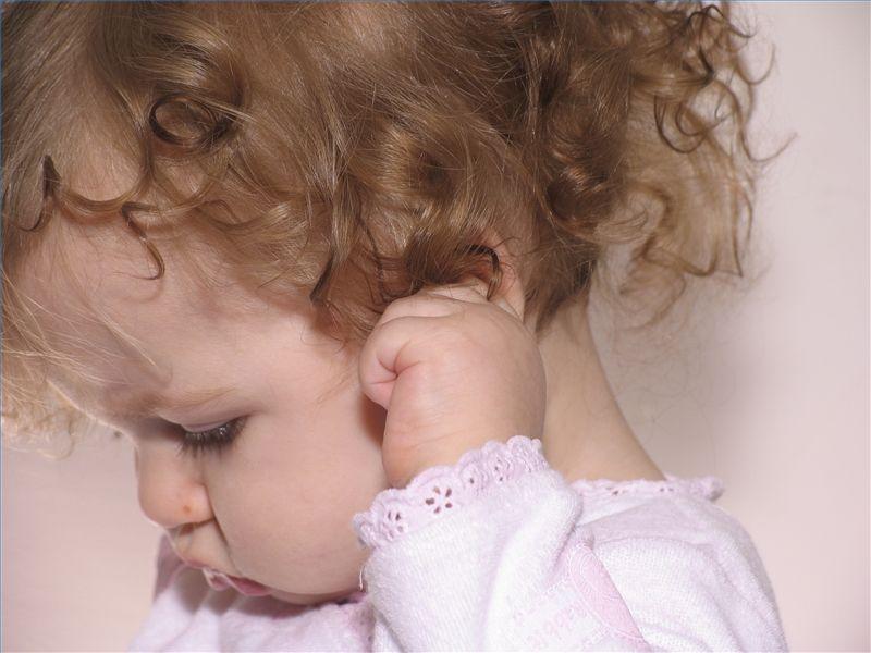 Как распознать отит у ребёнка