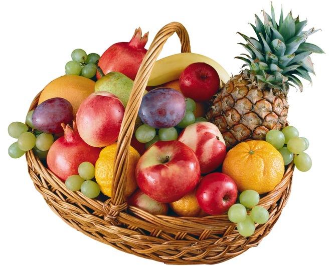 Свежие фрукты в корзинке