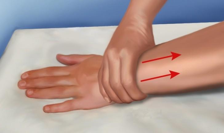 массирование руки