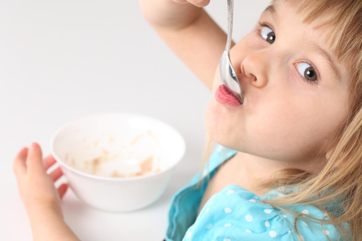 Признаки пищевого отравления у ребёнка и способы его лечения