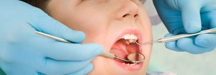 Что делать, если у ребёнка болит зуб: эффективные средства