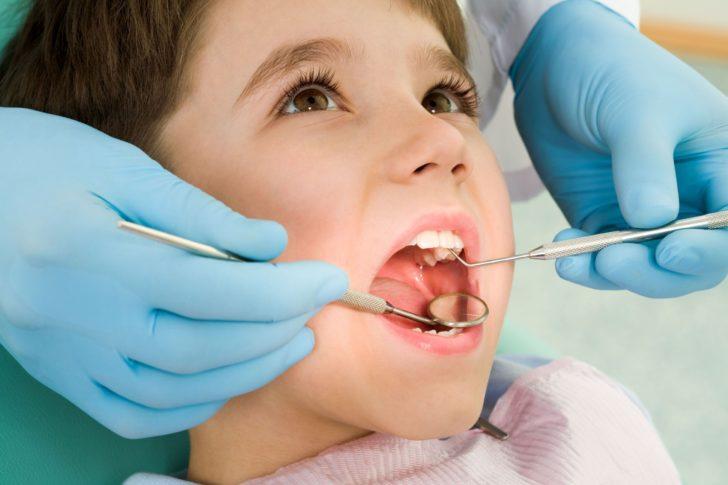 Как помочь ребенку в домашних условиях при зубной боли
