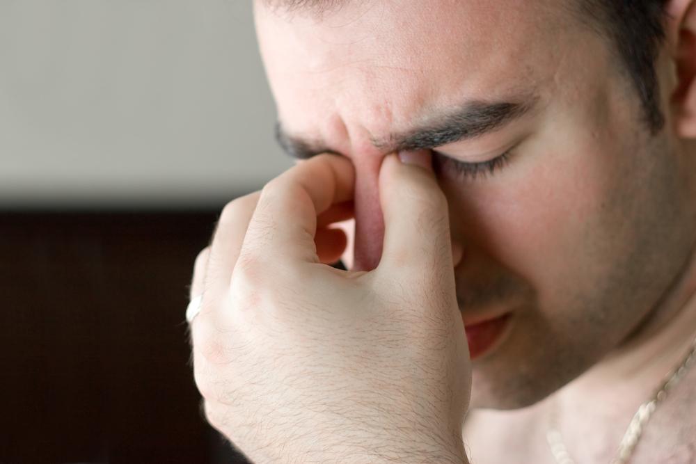 Почему возникает боль при повороте глаз?