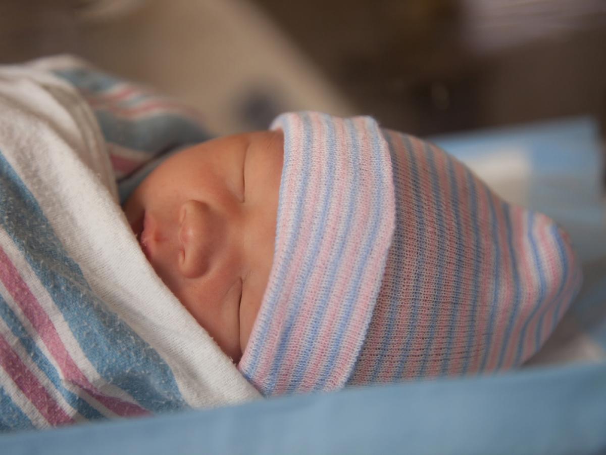 Чем недоношенный ребенок отличается от рожденного в срок малыша?