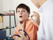 Красное горло и температура у ребенка, чем лечить?