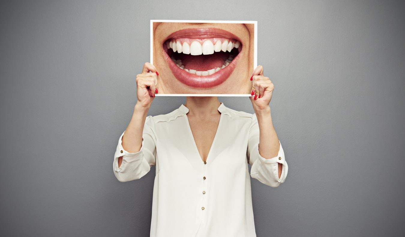 Чёрный налёт на зубах у взрослых и детей: эстетический дефект или признак заболевания?