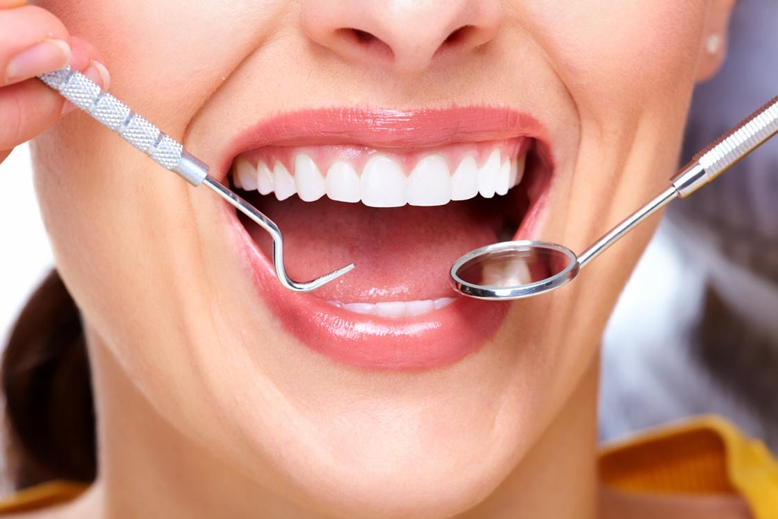 Клиновидный дефект зубов: причины, признаки и лечение