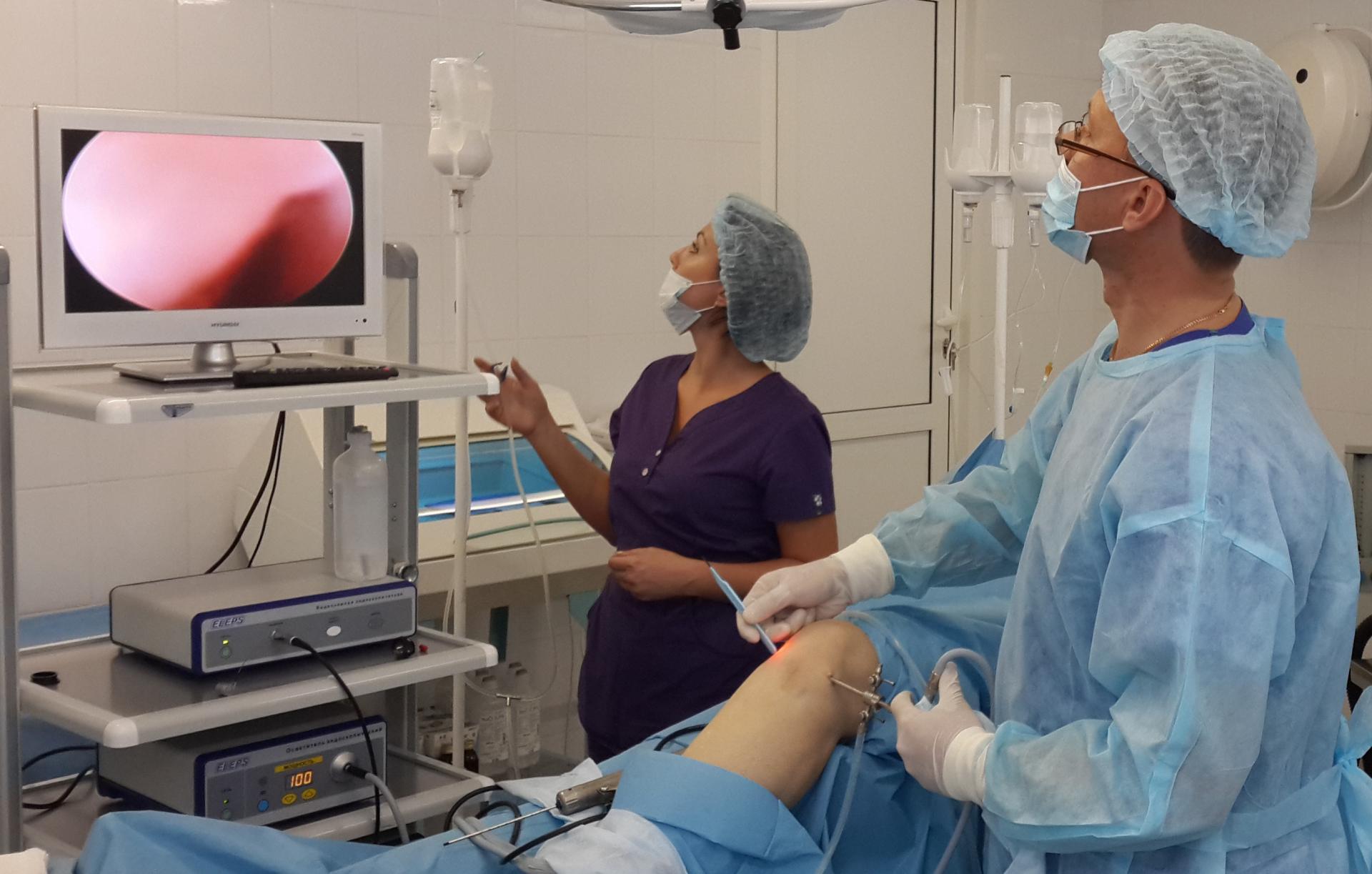 Артроскапия коленного сустава видео боль в суставах от тонзилита