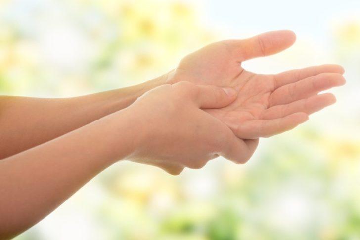 Покалывание онемение руки