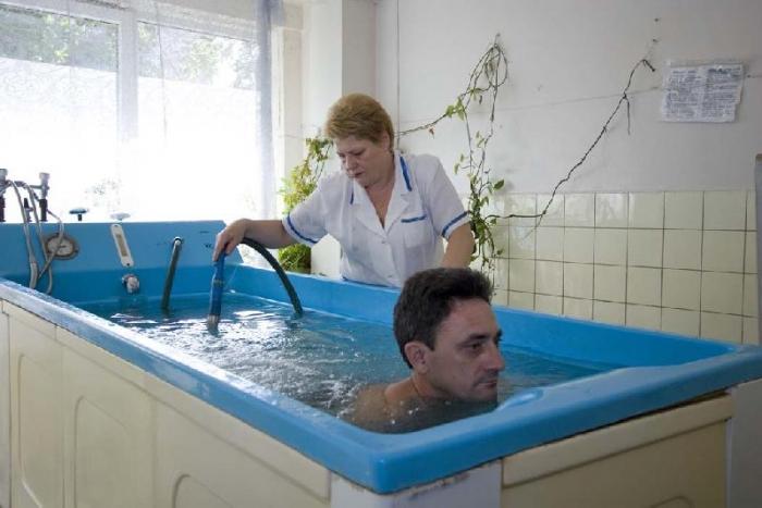 Ванна не без; бишофитом