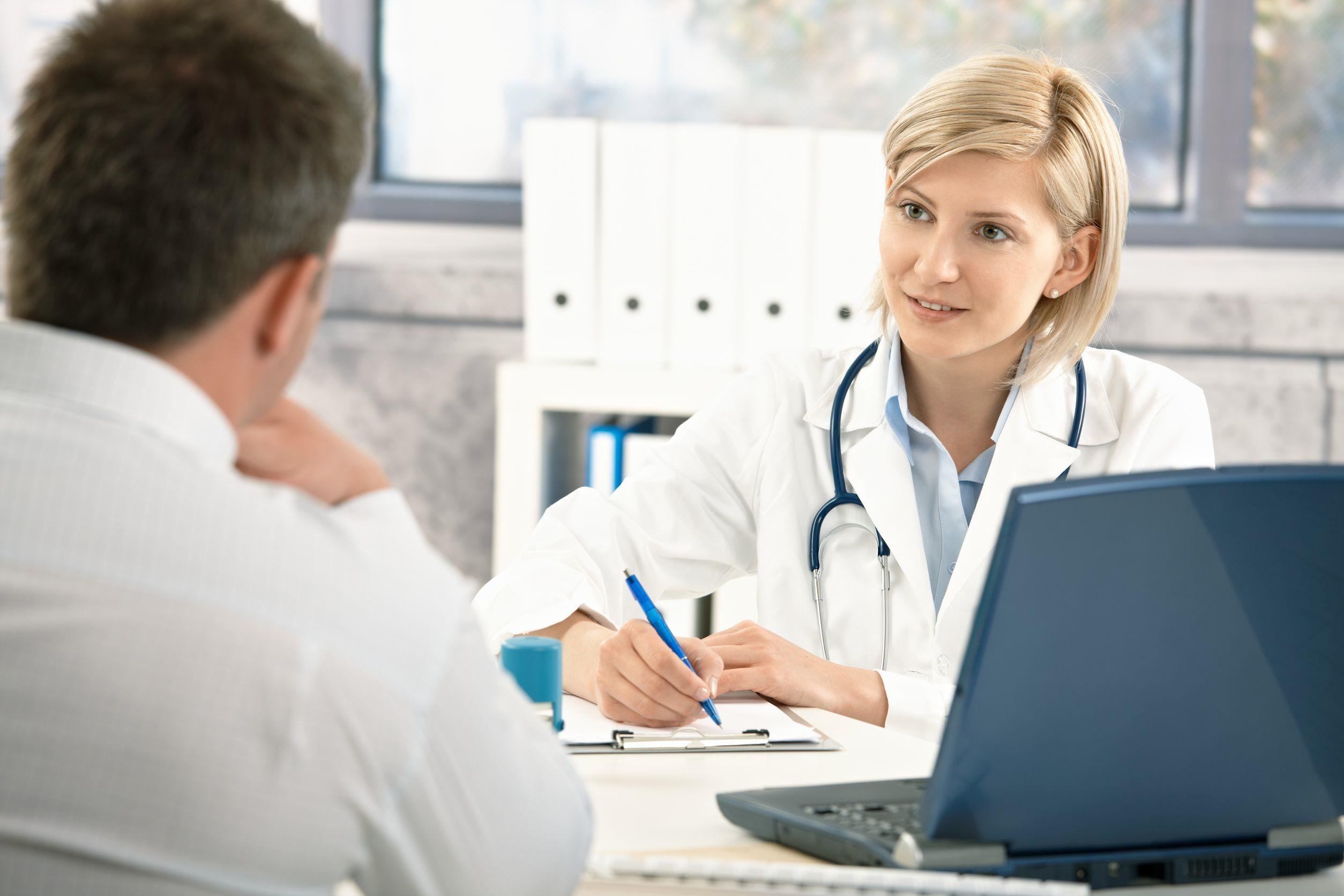 Геморрой у женщин и мужчин: стадии, симптомы и лечение