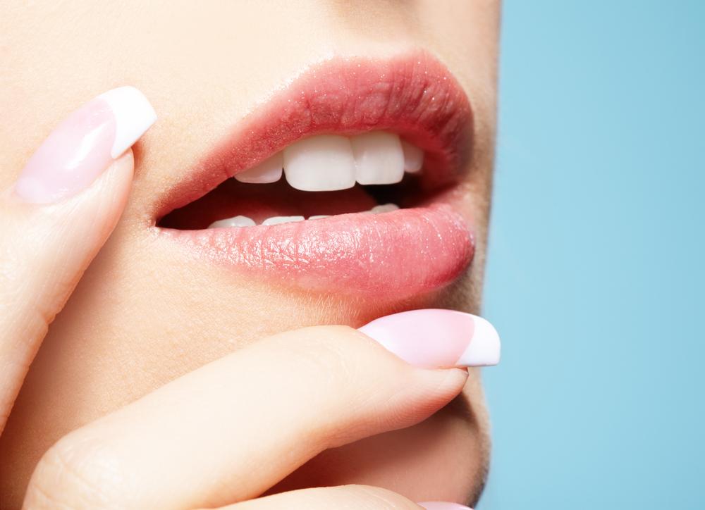 Трещины в уголках губ: причины и лечение