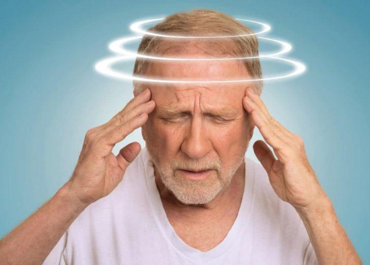 Шум в голове у пожилого человека