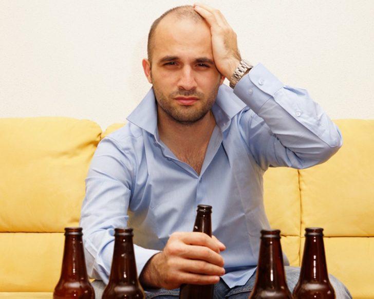 Шум в голове у мужчины после алкоголя