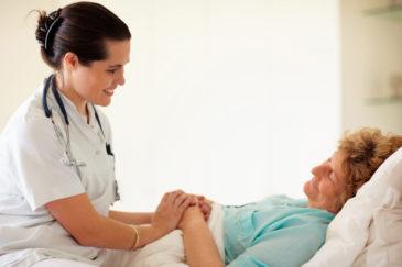Лежачий больной и врач