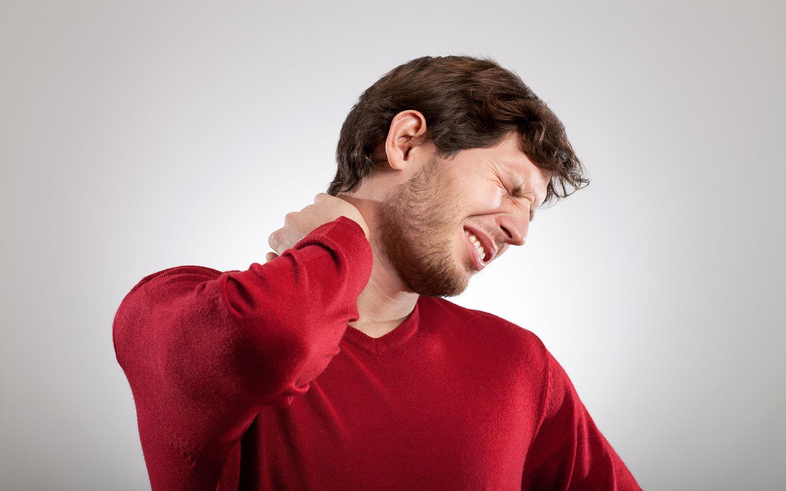 Протрузия дисков шейного отдела позвоночника: как вовремя выявить и быстро устранить?