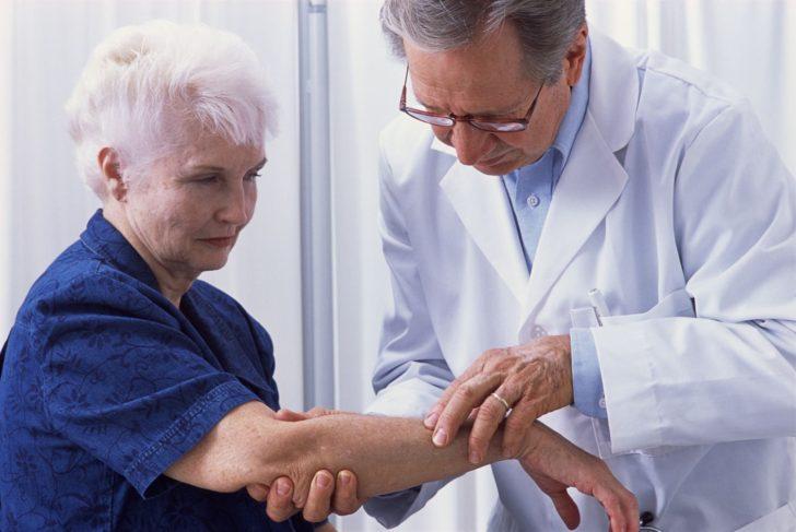 Женщина на приёме у враче