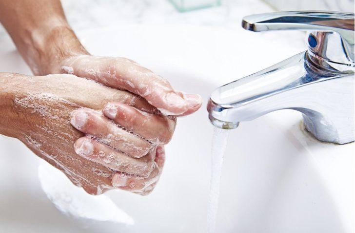 Мытьё рук с мылом