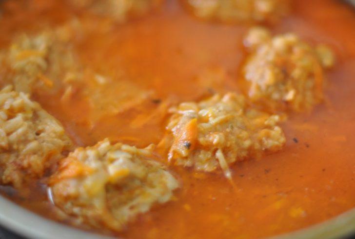 Котлеты с рисом и морковью в подливе
