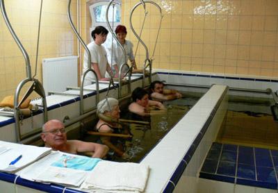 Процедура вытяжения позвоночника в воде