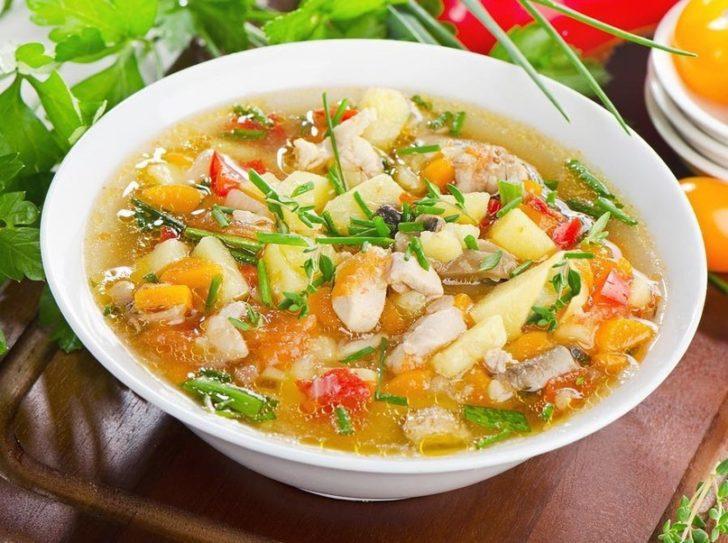 Куриный суп с овощами и зеленью