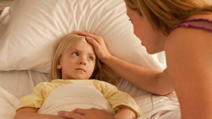 Больной ребёнок и мама