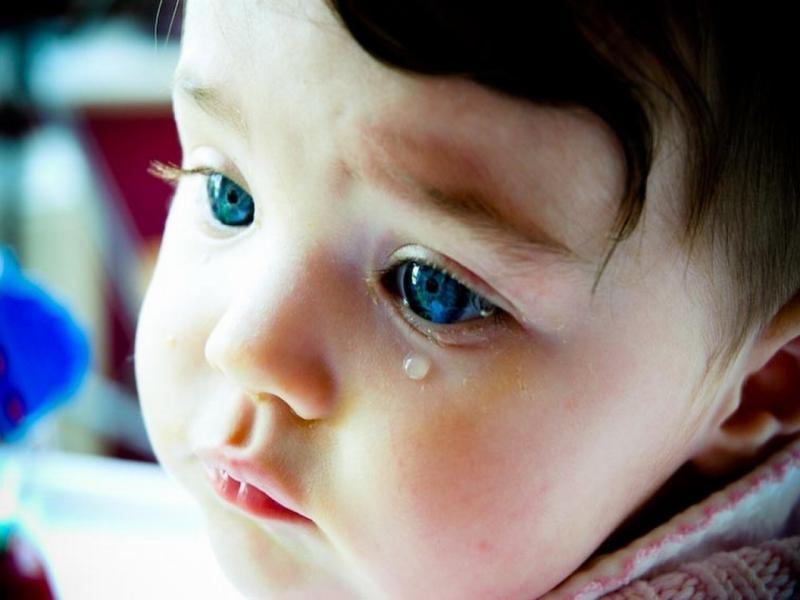 Зондирование носослёзного канала: когда ребёнку нужна помощь