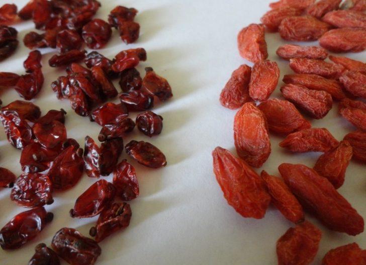 Ягоды барбариса и ягоды годжи