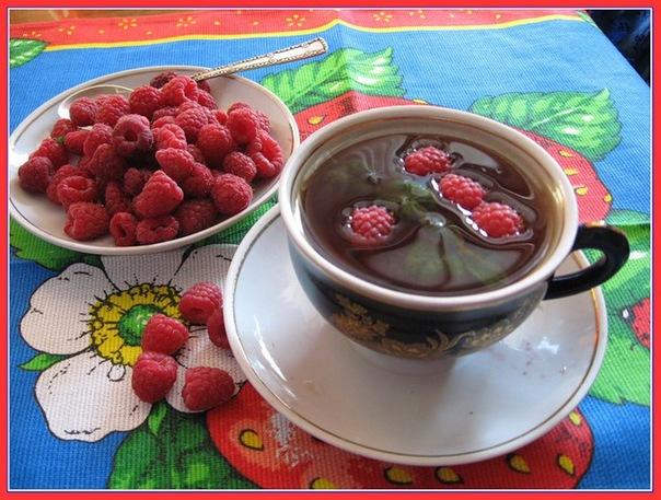 Малина и чай с ягодами