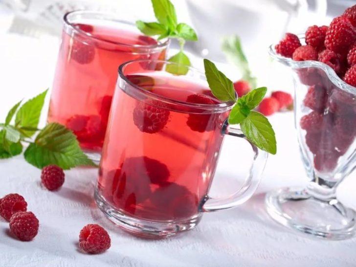 Стаканы с малиновым чаем