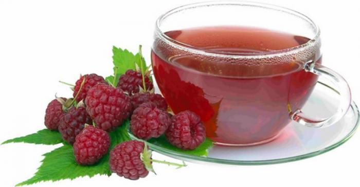 Свежие ягоды и малиновый чай