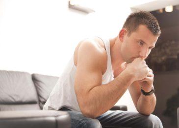 У мужчины болят почки