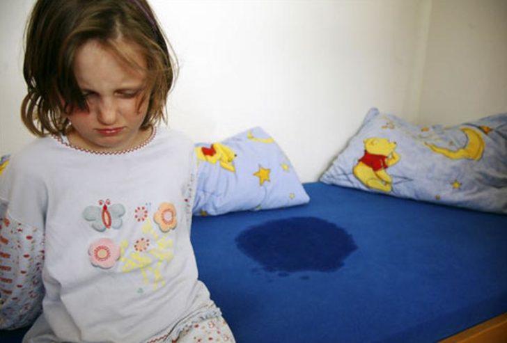 Девочка и мокрая постель