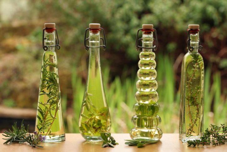 Настойки трав в бутылках