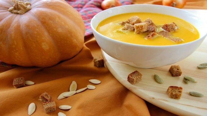 крем-суп в тарелке, тыква