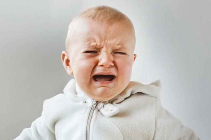 Ребёнок плачет