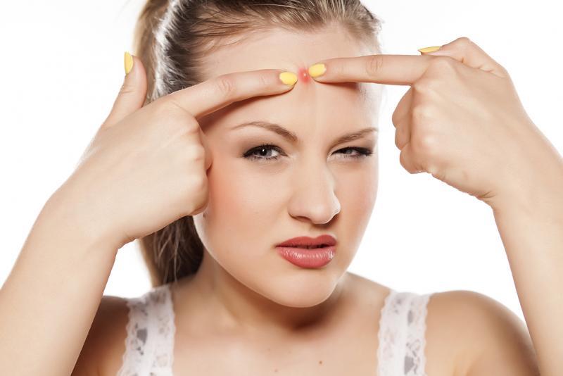 Фурункулы на лице: причины появления и методы лечения