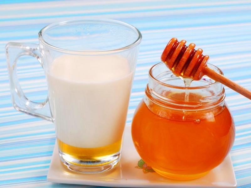 Лечим кашель вкусно и эффективно: народные рецепты на основе молока