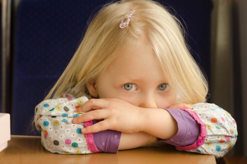 Выделения у девочек разного возраста: отклонения и норма