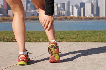 У девушки свело ногу во время пробежки